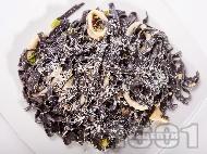 Рецепта Черна паста (спагети или талятели) с калмари и сметана